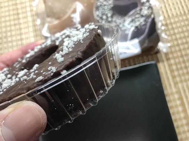 セブンカフェ:チョコレートバウムクーヘン 袋を開封したところ