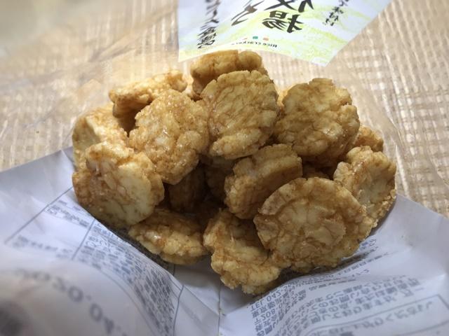セブンプレミアム:サクッとした食感のひとくち歌舞伎揚の袋を開封したところ