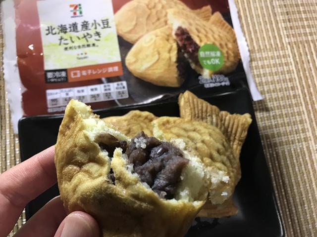 セブンプレミアム:北海道産小豆たいやきを温めて割ったところ