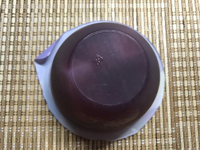 セブンプレミアム:ぶどう&プルーンの底に貯まったナタデココ