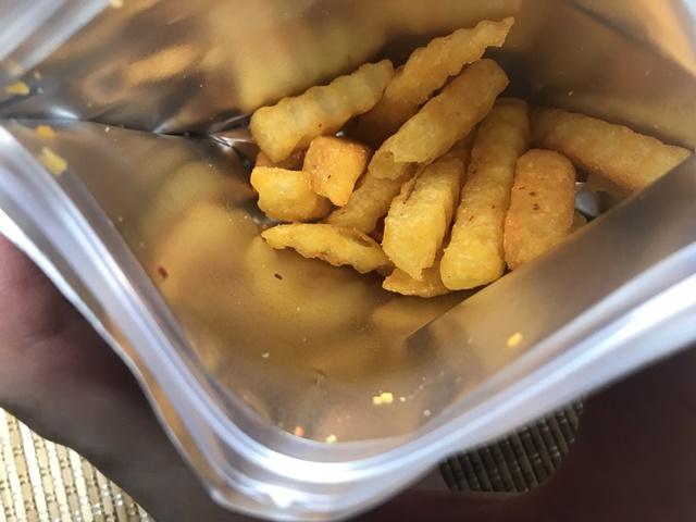 セブンプレミアム:うま味ある辛さのチリマヨネーズ味 クリスピーポテト 袋を開封したところ