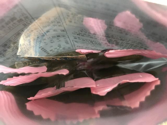 セブンプレミアム:まろやかな梅の酸味 梅茎わかめの袋を開封したところ