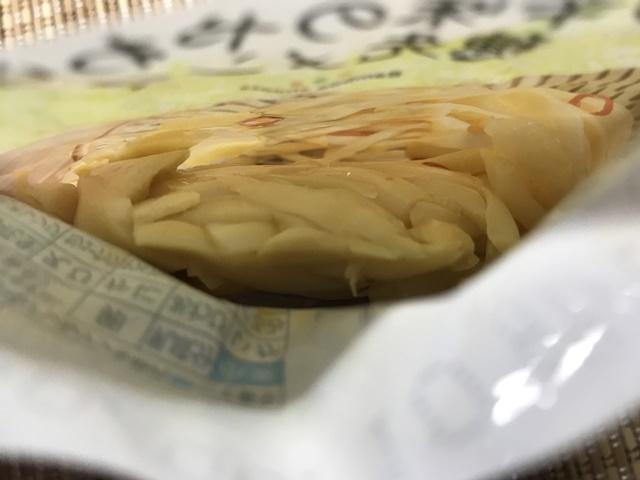 セブンプレミアム:ピリ辛味のやわらか穂先メンマ 袋を開封したところ