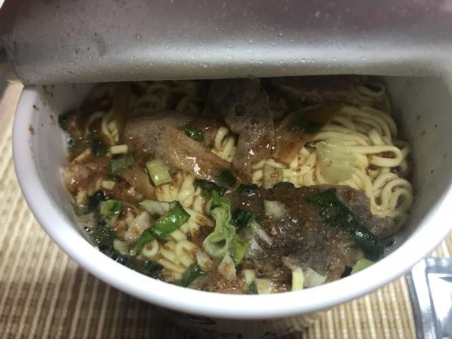 セブンプレミアム:らぁ麺 飯田商店 お湯を入れたところ