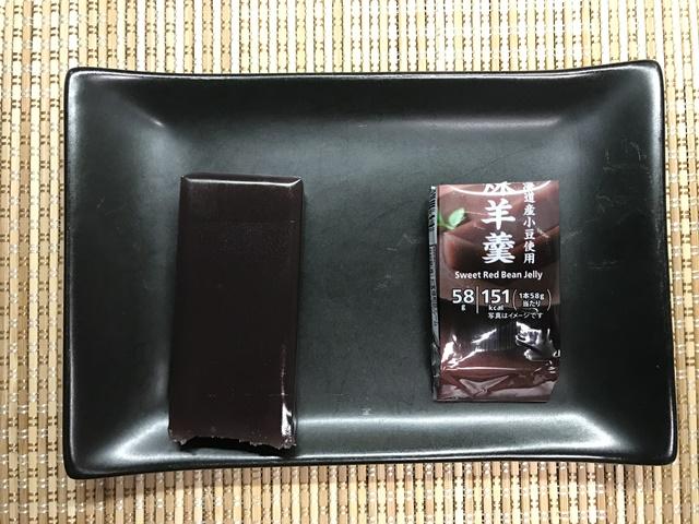 セブンプレミアム:北海道小豆使用 煉羊羹 小皿に移したところ