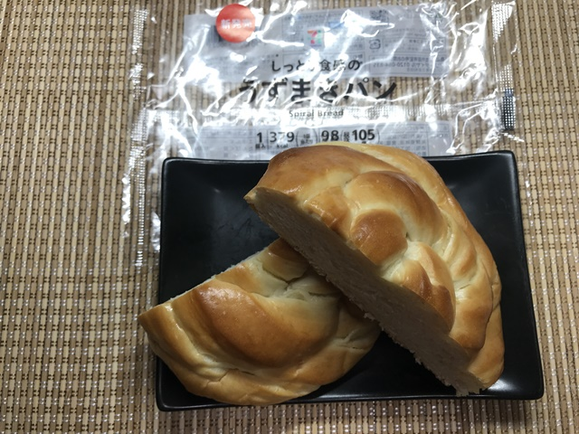 セブンプレミアム:しっとり食感のうずまきパンを切って更に盛りつけたところ