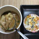 セブンプレミアム:すみれ ワンタンスープ 味噌をスプーンですくったところ