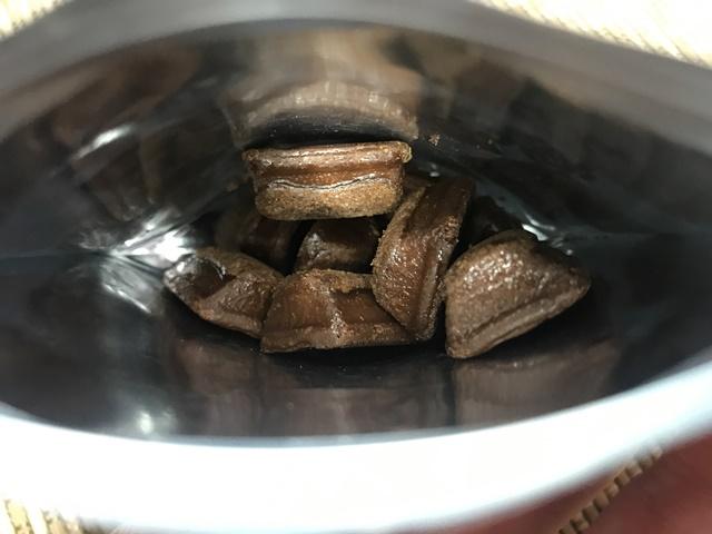 セブンプレミアム:サクッとこんがり焼きチョコ 袋を開封したところ