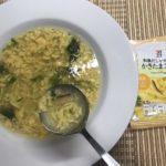 セブンプレミアム:和風だしが効いた かきたまスープをスプーンですくったところ