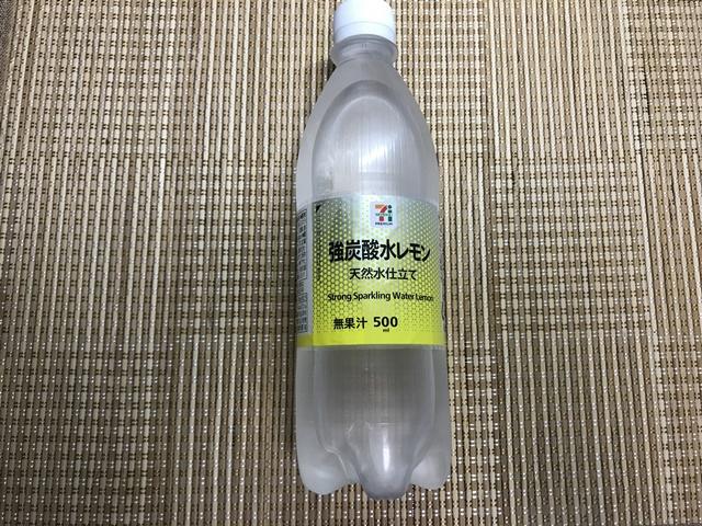 セブンプレミアム:強炭酸水レモン 表面
