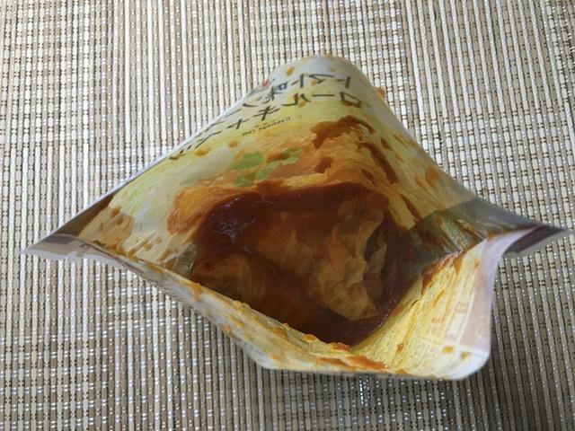 セブンプレミアム:トマト味ソースのロールキャベツ チンして袋を開けたところ