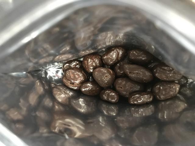 セブンプレミアム:レーズンチョコ カカオ70% チャックを開けたところ