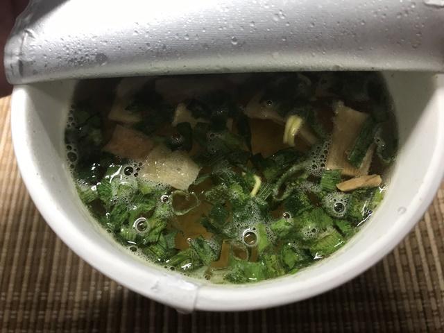 セブンプレミアム:中華そば お湯を注いだところ