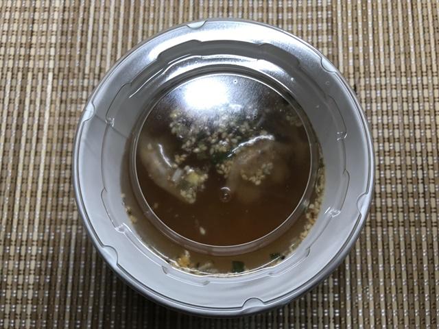 セブンプレミアム:ワンタン春雨スープ お湯を入れたところ