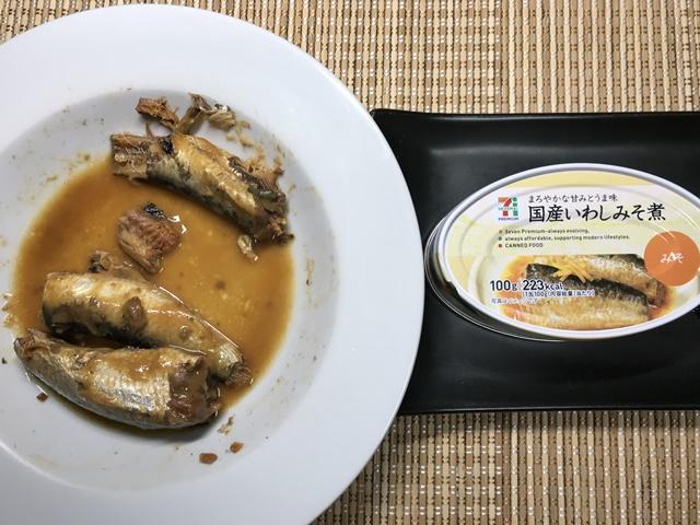 セブンプレミアム:国産いわしみそ煮 チンし終わって皿の周りを拭いたもの