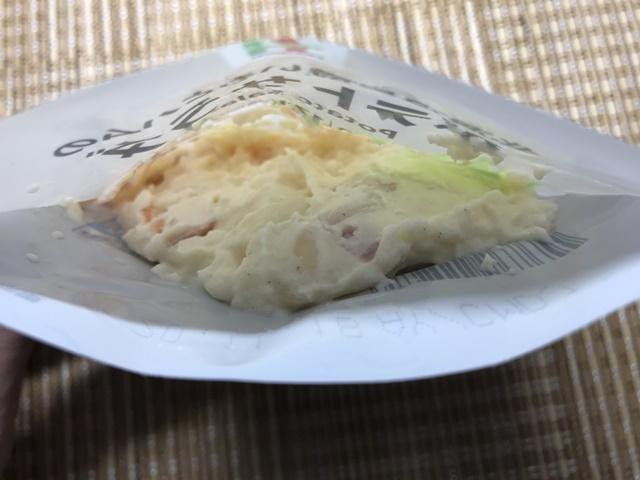 セブンプレミアム:北海道男爵いもとハムのポテトサラダ レトルトパウチを開けたところ